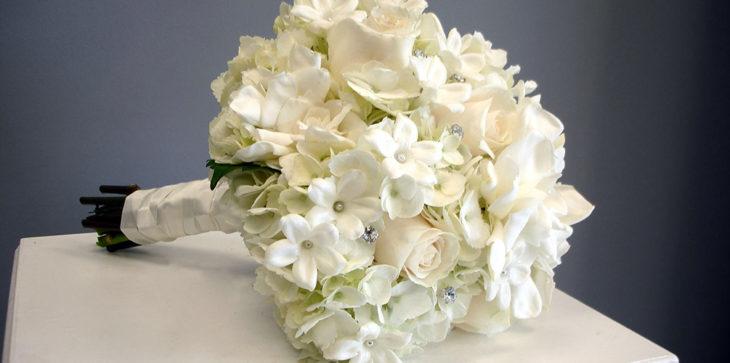 Свадебный букет со стефанотисом